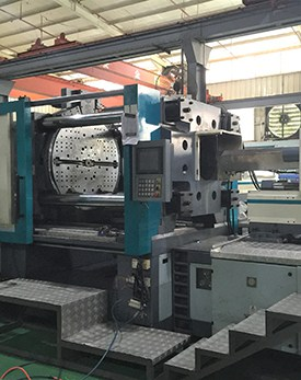 Double injection machines